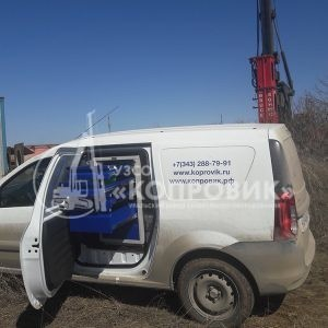 "Машина сервисной службы УЗСО ""Копровик"" на месте ремонта"